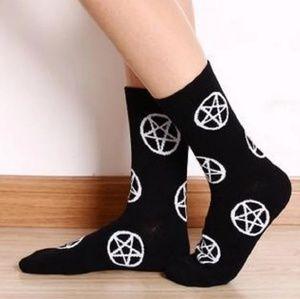 Accessories - Mid Length Pentagram Socks Black & White